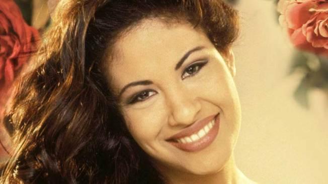 Fanáticos piden figura de cera de Selena