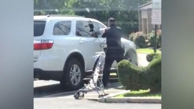 Salvan a niños dentro de autos en calor extremo