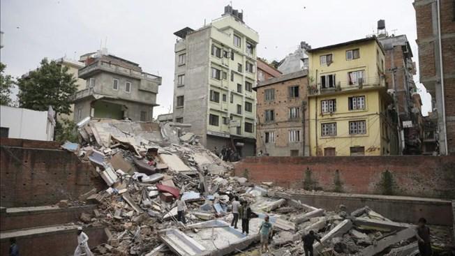 Más de 1,300 muertos por terremoto en Nepal
