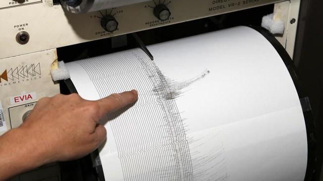 Terremoto de 7.3 grados estremece archipiélago indonesio