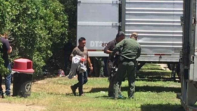Rescatan 17 migrantes de un contenedor en Texas, entre ellos hondureños