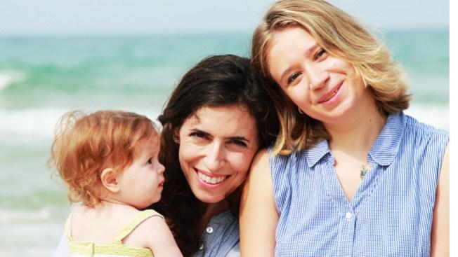 En Francia las lesbianas podrán adoptar