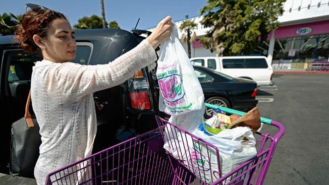 California busca prohibir bolsas plásticas