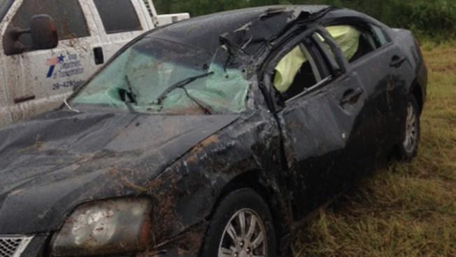 Cuatro heridos tras volcarse camioneta