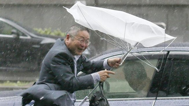 Japón: pánico por el tifón Phanfone
