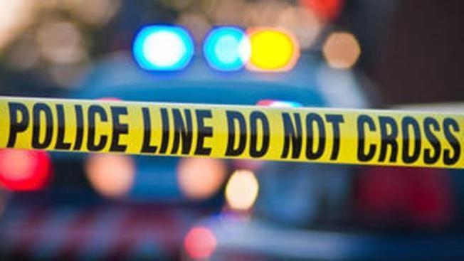 Policía: Hombre es apuñalado por una mujer