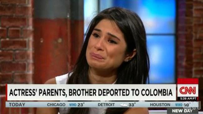 Actriz llora por deportación de padres