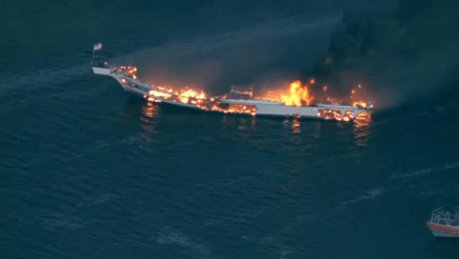 Un bote casino, con 50 pasajeros, se incendia en la Florida