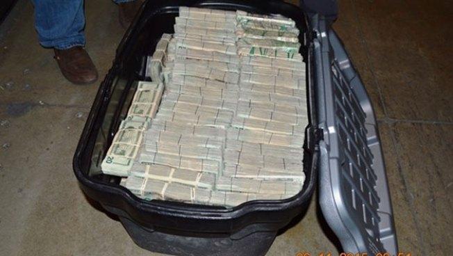 Hallan casi $1 millón en una casa en Mission