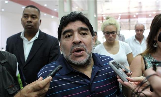 Reportes: Maradona irá tras presidencia de FIFA