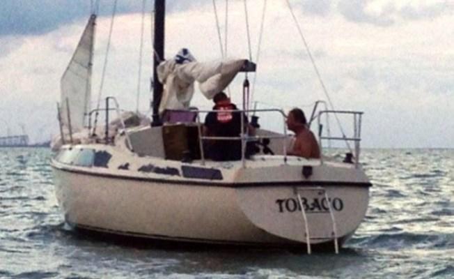 Rescatan hombre que se tiró de velero