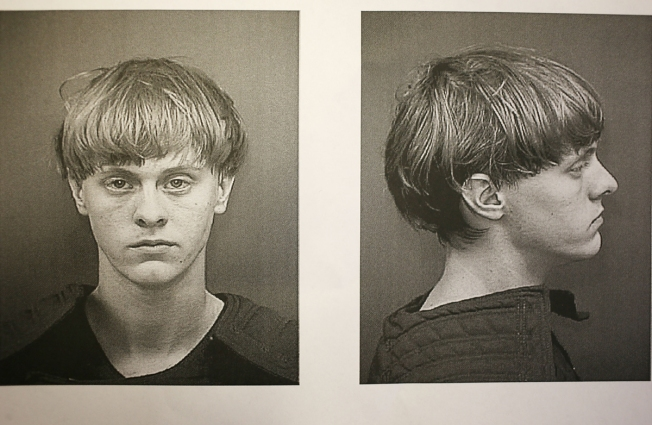 Dylann Roof enfrenta 33 cargos por masacre