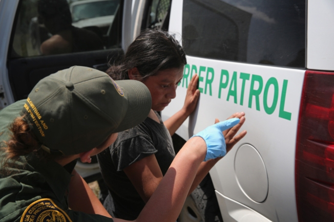 Ofrecen fianzas a familias inmigrantes detenidas