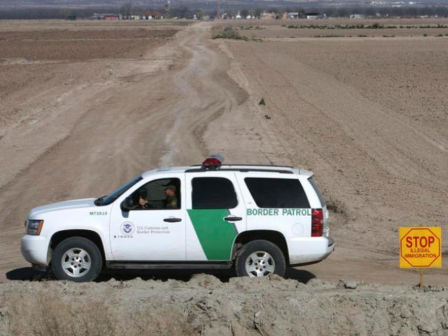 Menos niños cruzan la frontera solos