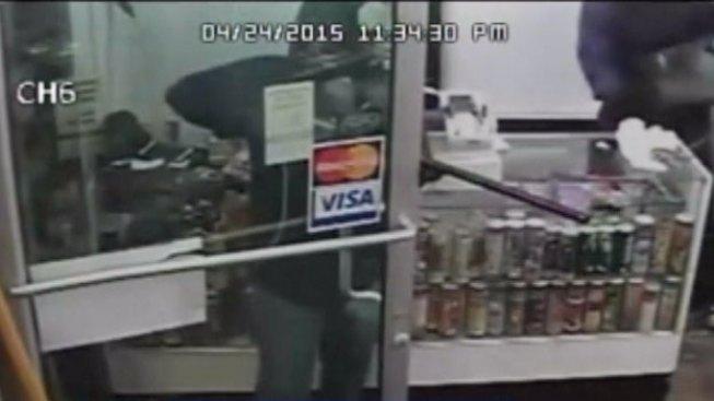 Buscan a ladrones que se llevaron caja registradora
