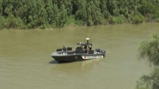 Persecución culmina con auto en el río Grande
