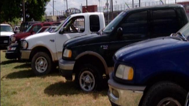 Subasta de autos confiscados genera casi $30,000