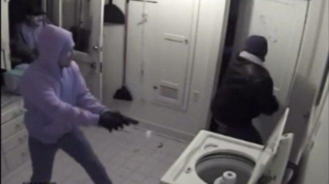 Ladrones armados quedan grabados