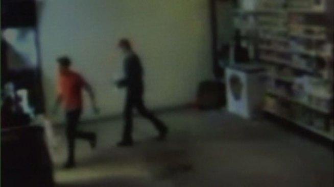 Policía busca a sospechosos de robo en Donna