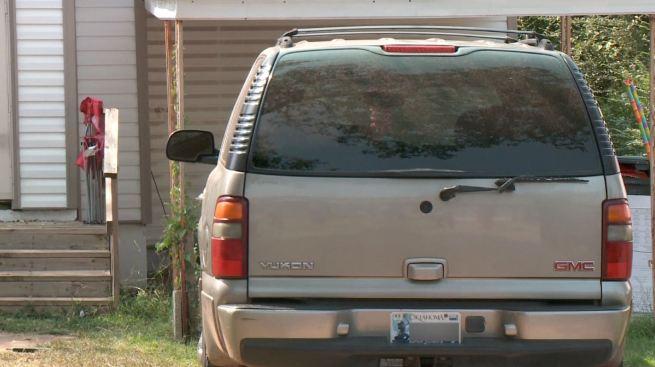 Encuentran a bebé muerta en auto cerrado